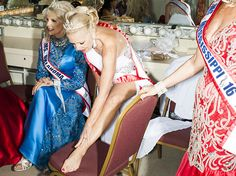 За кулисами конкурса красоты «Мисс Возрастная Америка» http://kleinburd.ru/news/za-kulisami-konkursa-krasoty-miss-vozrastnaya-amerika/  Добро пожаловать в сверкающий мир конкурса «Мисс Возрастная Америка». Это состязание для женщин в возрасте от 60 до 90 лет, которые все еще молоды сердцем. Как хорошее вино или сыр, такие мероприятия со временем становятся только лучше. И этот конкурс — не исключение. Фотограф Брайан Финке снял то, что происходит за кулисами. «Я на протяжении […]
