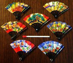 創業150年の京都の豆扇子店のミニチュア扇子のピアスです。大きさはマッチ棒よりも小さいですが普通の扇子と作りは同じです。もちろん全て手作りで、素材は竹と紙です...|ハンドメイド、手作り、手仕事品の通販・販売・購入ならCreema。