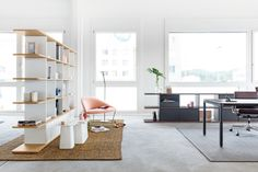JOHN floor lets you enjoy minimalist style and maximum fluidity in a floor-standing moveable lamp. The Office, Office Desk, Flexible Furniture, Decor Interior Design, Floor Chair, Interior Architecture, Shelving, Home Furniture, Divider