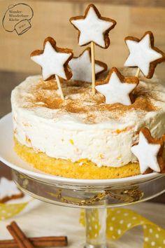 Kleine Kuchen und Torten: kleine Mascarpone Torte mit Zimt und Mandarinen, verziert mit Zimtsternen! Diese Weihnachtstorte besteht aus einem Zimtbiskuit, Mascarpone-Sahne-Creme und Mandarinen, in einer 18er Form gebacken! Perfekt für die Adventszeit!