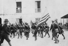 Soldados Norteamericanos,ocupando la Marina de Ponce.1898