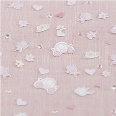 This stunning confetti and crystal mix combines pink princess carriages, hearts   and flowers. Pack of 14g with a small handful of crystals. Not suitable for children under   the age of 36 months.