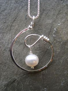 PL:A new twist. A light and lovely design. Sterling silver with freshwater pearl dangle. Measures 1 x - Diy Schmuck Ideen Wire Jewelry Designs, Handmade Wire Jewelry, Wire Wrapped Jewelry, Metal Jewelry, Jewelry Crafts, Jewelry Art, Beaded Jewelry, Silver Jewelry, Jewelry Necklaces