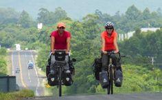 ¿Quienes somos?  Brian y Magali, dos soñadores enamorados de las bicicletas, dispuestos a recorrer el mundo a puro golpe de pedal