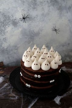 Chocolate and coffee cake for Halloween - Recettes suc .- Chocolate and coffee cake for Halloween – Recettes sucrées – - Halloween Desserts, Halloween Cupcakes, Comida De Halloween Ideas, Halloween Torte, Pasteles Halloween, Bolo Halloween, Hallowen Food, Halloween Party Snacks, Halloween Baking