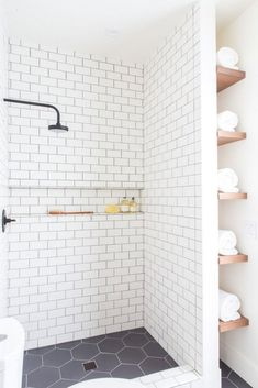 Gorgeous 55 Best Farmhouse Shower Tiles Ideas https://bellezaroom.com/2018/02/21/55-best-farmhouse-shower-tiles-ideas/