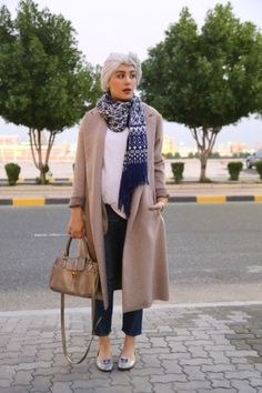 winter-hijab-pregnant-look- Pregnant style by hijab fashion bloggers http://www.justtrendygirls.com/pregnant-style-by-hijab-fashion-bloggers/