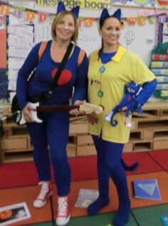 """To bad we aren't in the same center Pearl Pearl Liu Rutledge Hougland we could be this for Halloween! Halloween Costume """"Pete the Cat"""" Teacher Halloween Costumes, Halloween Books, Halloween Themes, Halloween Fun, Halloween Goodies, Halloween Makeup, Character Dress Up, Book Character Day, Book Character Costumes"""