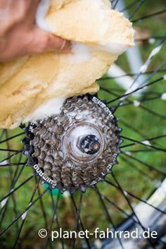 8 Tipps zum Fahrrad Reinigen vom Profimechaniker. Wie du in weniger als 10 Minuten dein Fahrrad sauber bekommst und es gewartet hast.