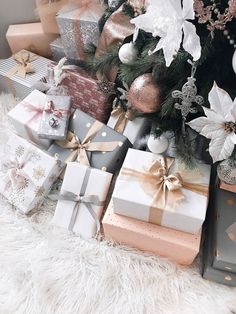 Gift wrapping ideas - D. Gift wrapping ideas Informations About D. Gift wrapping ideas Pin You can easily use my p - Christmas Present Wrap, Christmas Mood, Noel Christmas, Christmas Gift Wrapping, Pink Christmas, All Things Christmas, Christmas Presents, Holiday Fun, Christmas Decorations