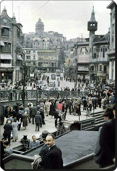 Karaköy / Istanbul (1958) Old Pictures, Old Photos, Istanbul Pictures, Empire Ottoman, Turkish People, Istanbul City, Urban Architecture, Turkish Architecture, Hagia Sophia