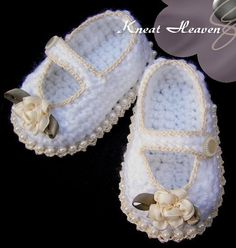 Boutique Crochet Mary Janes Baby Booties w/Pearls, Kneat Heaven Boutique