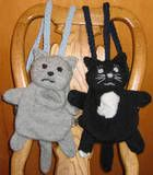 kitty (or other animal) small backpack pattern: djinnj Knitted Animals, Knitted Bags, Knit Bag, Crochet Bags, Crochet Backpack, Backpack Pattern, Knitting Projects, Crochet Projects, Knitting Patterns