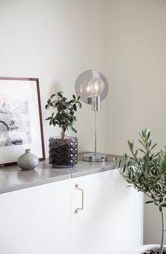 Silver metallic table lamp  Gloria designed by Malin Lund Mark  #sessakdesign #sessaklighting #sessak #lighting #sisustus #valaisin #new #newin #pöytävalaisin #interior #inredning #interior #Vintage #Modern #Minimalistic