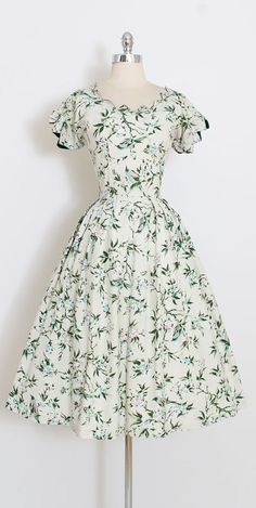 ➳ vintage 1950s dress * beautiful bird and floral print * flat cotton * zig zag edge sleeves * rhinestone accents * metal side zipper * by Toni Todd condition | excellent fits like medium length 45.5 bodice 17 bust 38 waist 28 hem allowance 1 ➳ shop http://www.etsy.com/shop/millstreetvintage?ref=si_shop ➳ shop policies http://www.etsy.com/shop/millstreetvintage/policy twitter | MillStVintage facebook | millstreetvintage instagram | millst...