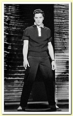 Great photo of Elvis Presley, so talented.