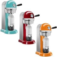 Offering the ideal combination of form and function, these beverage makers perfectly blend KitchenAid's handsome, premium all-metal design with SodaStream's proven carbonation technology to allow you to easily create your own carbonated drinks at home.