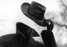 The (invisible) Hat Man ZsaZsa Bellagio – Like No Other: yes