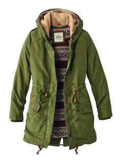 Funktion kann auch gut aussehen. Unser 2in1 Parka mit ausknöpfbarem Innenfutter und warmen Fleece-Taschen ist der perfekte Begleiter für Herbst UND Winter.