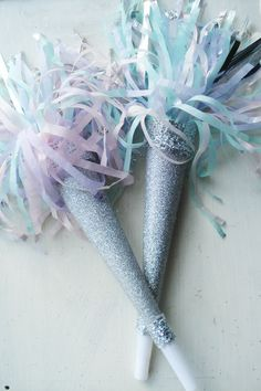 Make glittery pastel party horns for your New Year's Eve party with this easy DIY project. Nye Party, Festa Party, Party Time, Xmas Party, Pastell Party, Wonderful Day, Glitter Party, Sparkle Party, New Year Celebration