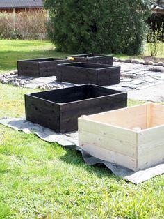 DIY - Kasvimaa viljelylaatikoihin — Keltainen kahvipannu Garden Hoe, Dream Garden, Garden Cottage, Diy Exterior, Greenhouse Gardening, Backyard Makeover, Small Garden Design, Garden Trellis, Garden Planning
