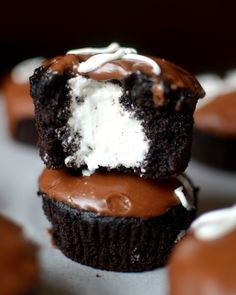 Yammie's Glutenfreedom: Gluten Free Hostess Cupcakes, Use Earth Balance instead of Butter for dairy free Gluten Free Cupcakes, Gluten Free Sweets, Yummy Cupcakes, Gluten Free Cooking, Gluten Free Recipes, Nutella Cupcakes, Caramel Cupcakes, Chocolate Cupcakes, Cupcake Recipes