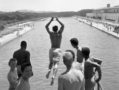 Fleishhacker Pool, San Francisco, CA.  This July 5, 1961, file photo of boys on the high dive gives a good idea of the size of the Fleishhacker Pool (1,000 feet long by 160 feet wide). The pool house, sans graffiti, is on the right. Photo: Chronicle Staff, The Chronicle 1961