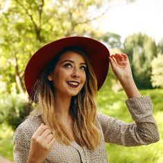 zoella and zoe sugg image Zoella Makeup, Zoella Hair, Zoe Sugg, Tyler Oakley, Connor Franta, Phil Lester, Shirt Skirt, Beautiful Person, Beautiful People