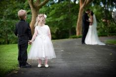 Ahhh lief! bruidskinderen op de foto.