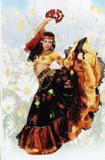 Fashion has it - Find Out Gypsy Look, Gypsy Style, Boho Gypsy, Flamenco Dancers, Belly Dancers, Fridah Kahlo, Fortune Teller Costume, Gypsy Culture, Gypsy Women