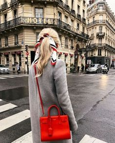 This is one way to elevate your style with a pop of color. #redpurse #graycoat #streetstyle #crossbody