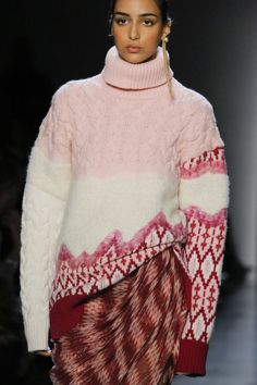 The complete Prabal Gurung Fall 2018 Ready-to-Wear fashion show now on Vogue Runway. Knitwear Fashion, Knit Fashion, Sweater Fashion, Trendy Fashion, Runway Fashion, Fashion Show, Chunky Knitwear, Fashion Week 2018, Prabal Gurung