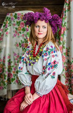 Запрошую на ETNOфотосесії! Підберемо індивідуально для Вас неймовірний образ! Море емоцій від перевтілення та найгарніші ETNOфото обіцяємо! ❤️ #етно #etnophotography #etno #ukraine #ukrainiangirl #ethnic #ethical #ethnicwear #ukrainianwear #lysceva #etnoфотосесії #svitlana_lysceva #girl #woman #women #ukrainianwomen #beauty #lovelygirl #smile #womensmile