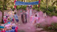 Descendants 3 - Audrey spells everyone at Jane's party Disney Descendants Songs, Descendants Videos, Disney Descendants 3, Disney Songs, Disney Memes, Leonardo Dicaprio Kate Winslet, Sarah Jeffery, Happy Birthday Video, Aesthetic Memes