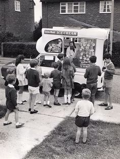 The ice cream man. Hear that jingly music of the truck coming slowly down the street and all the kids would run out to greet the ice cream man. My Childhood Memories, Best Memories, 1970s Childhood, Vintage Photographs, Vintage Photos, Ice Cream Van, Photo Vintage, Vintage Tv, Vintage Music