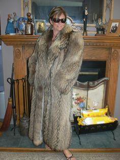 Fur Fashion, Womens Fashion, Elmo, Furs, Mantel, Comme, Fur Coat, Lady, Jackets