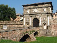 PORTA SAVONAROLA - ma scusa dov'e l'acqua, la porta Savonarola e vicino alla questura e sono andata tante volte, bella architectura, bella Padova, ma vi manchate l'acqua sottaoil ponte!