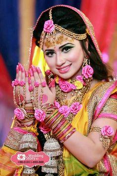 Punjabi Sikh bride in haldi ceremony, India Indian Wedding Poses, Indian Bridal Photos, Indian Bridal Fashion, Bride Indian, Sikh Bride, Indian Wedding Couple Photography, Bride Photography, Photography Backdrops, Photography Ideas