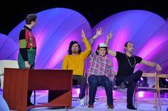 Łowcy.B połączyli siły z kabaretem Smile i Kabaretem Skeczów Męczących, by spotkać się w urzędzie pracy (fot. Jan Bogacz/TVP)