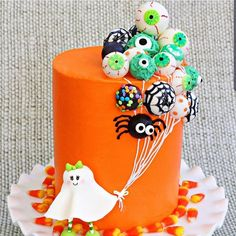 Ghost with Balloons Cake- A Halloween Cake Video Tutorial Ghost with Balloons! This is such a fun cake design for Halloween parties! Halloween Cake Pops, Halloween Desserts, Halloween Torte, Bolo Halloween, Pasteles Halloween, Halloween Treats, Halloween Fun, Halloween Parties, Halloween Tutorial