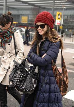rachel bilson beanie - Google Search Petite Fashion, Womens Fashion, Winter Fashion Casual, Winter Style, Cashmere Beanie, Rachel Bilson, Warm Outfits, Down Coat, Winter Wear