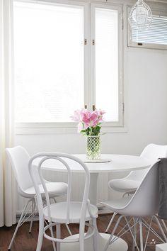 Golden Vase Veken Kaluste Bistro Alis Tuoli Keittiö Round Table Ikea Docksta Home Koti Sisustus Kitchen Decor Simplified Scandinavian