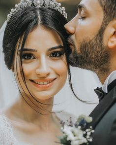 Doğallık RomanticWeddingIdeas is part of Wedding photography - Pre Wedding Poses, Wedding Picture Poses, Wedding Couple Photos, Wedding Couple Poses Photography, Bridal Pictures, Pre Wedding Photoshoot, Bridal Photography, Wedding Pics, Wedding Couples