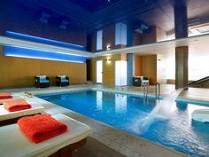 Θερμαινόμενη πισίνα με κανόνι αυχένα