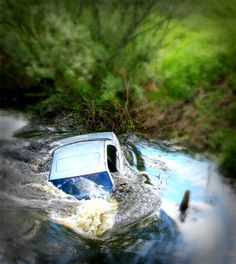 How to get out and survive a sinking car