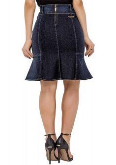modelo cabelo ondulado preto saia jeans sino midi azul costas 1