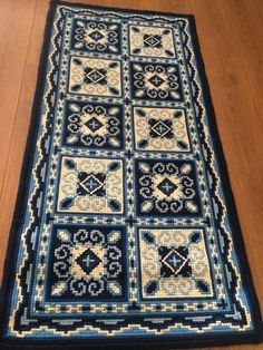 "Tela em juta para bordar "" Azulejos "" -TJ- 54 Cross Stitch Designs, Cross Stitch Patterns, Cross Stitch Embroidery, Hand Embroidery, Vintage Cross Stitches, Fashion Sewing, Rug Hooking, Hobbies And Crafts, Crochet Stitches"