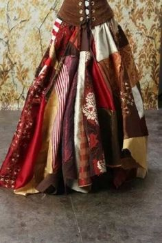 Full Length Patchwork Skirt in Reds Browns and Golds : Seems pretty easy to make, and would look awesome on a lot of our gypsy and other rustic-type characters (female). Gypsy Style, Boho Gypsy, Bohemian Style, Boho Chic, My Style, Costume Roi, Wench Costume, Gypsy Costume, Estilo Hippy