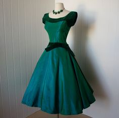 vintage dress blazing emerald green taffeta and velvet full skirt party dress finished with a bow old hollywood glam and other apparel, accessories and tr. Vintage 1950s Dresses, Vintage Wear, Retro Dress, Vintage Outfits, Vintage Clothing, Vintage Party, Vintage Shoes, Vintage Jewelry, Moda Vintage