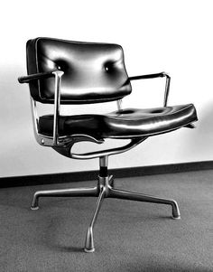 ES 102 Intermediate Swivel Arm Chair (by Charles & Ray Eames for Herman Miller, Trendy Furniture, Office Furniture, Vintage Furniture, Cool Furniture, Furniture Design, Furniture Chairs, Office Chairs, Deco Luminaire, Charles & Ray Eames